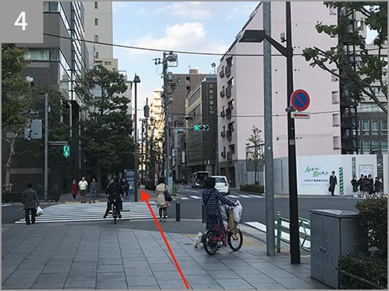 清洲橋通りを越えてさらに直進します。